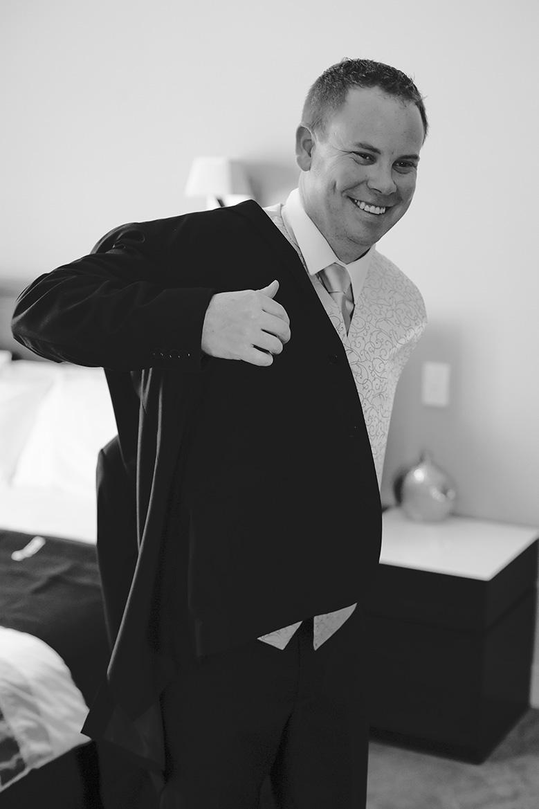 Groom Preparation Wedding Photo 004
