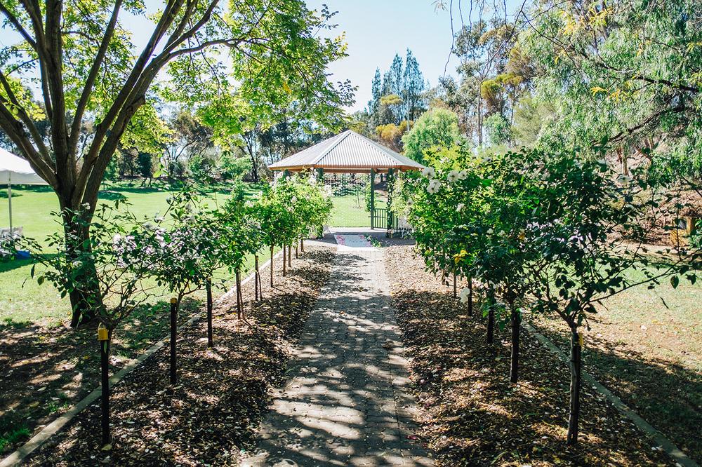 Garden Picnic Wedding 34.jpg