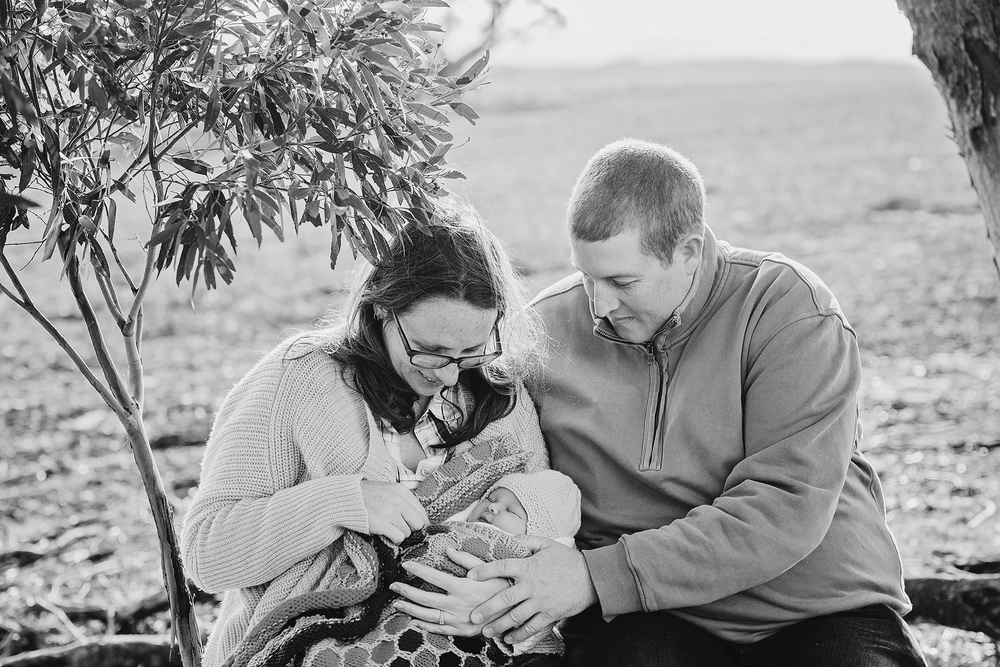 Natural Newborn Family Session 008.jpg