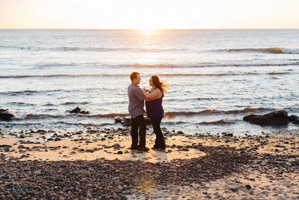 warm-sunset-engagement-session-15.jpg
