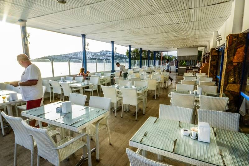 deniz manzaralı restaurant