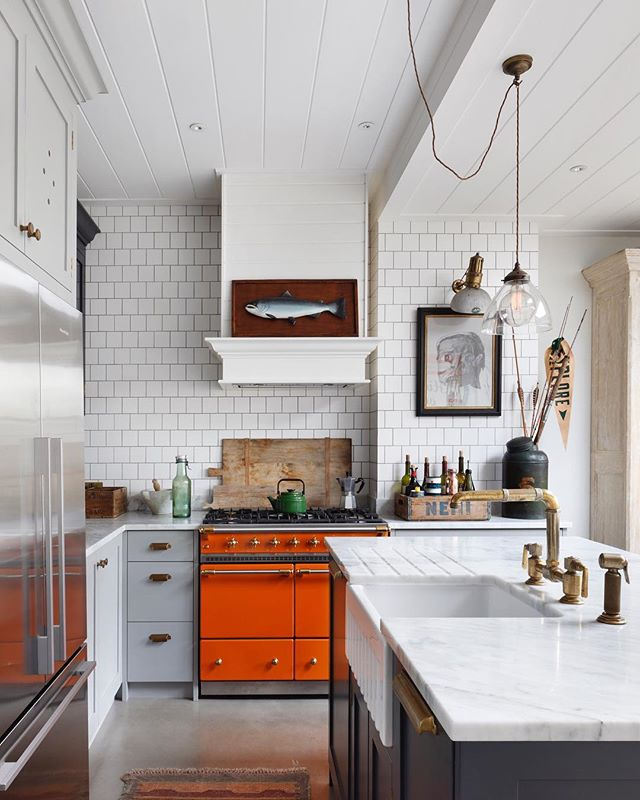 One of our favourite kitchens in our Barnes Project in London 🍊...... #brasstaps #waterworks #eclectickitchen #kitchendesign #tomhouseproperty #lacanche #haminteriors #interiordesign #kitcheninspo