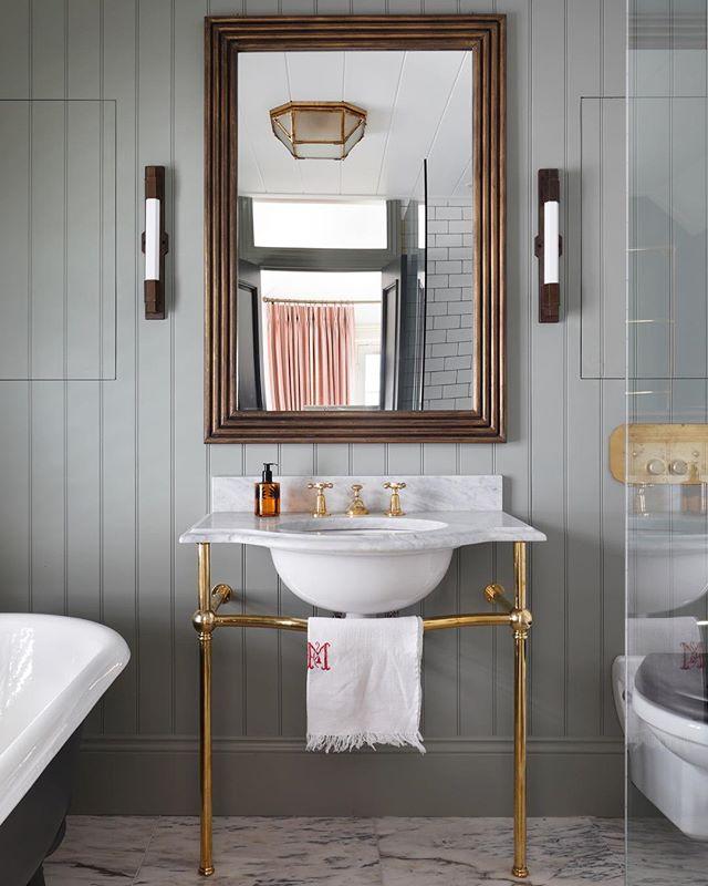 "The Master Bathroom at our latest project ""The Views"" 🚿.......#tomhouseproperty #bathroomdesign #bathroomdecor #bathroominspo #interiordesign #haminteriors #jamb #farrowandball"