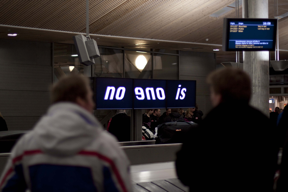 Pay Attention Motherfuckers-Oslo Lufthavn 9538.jpg