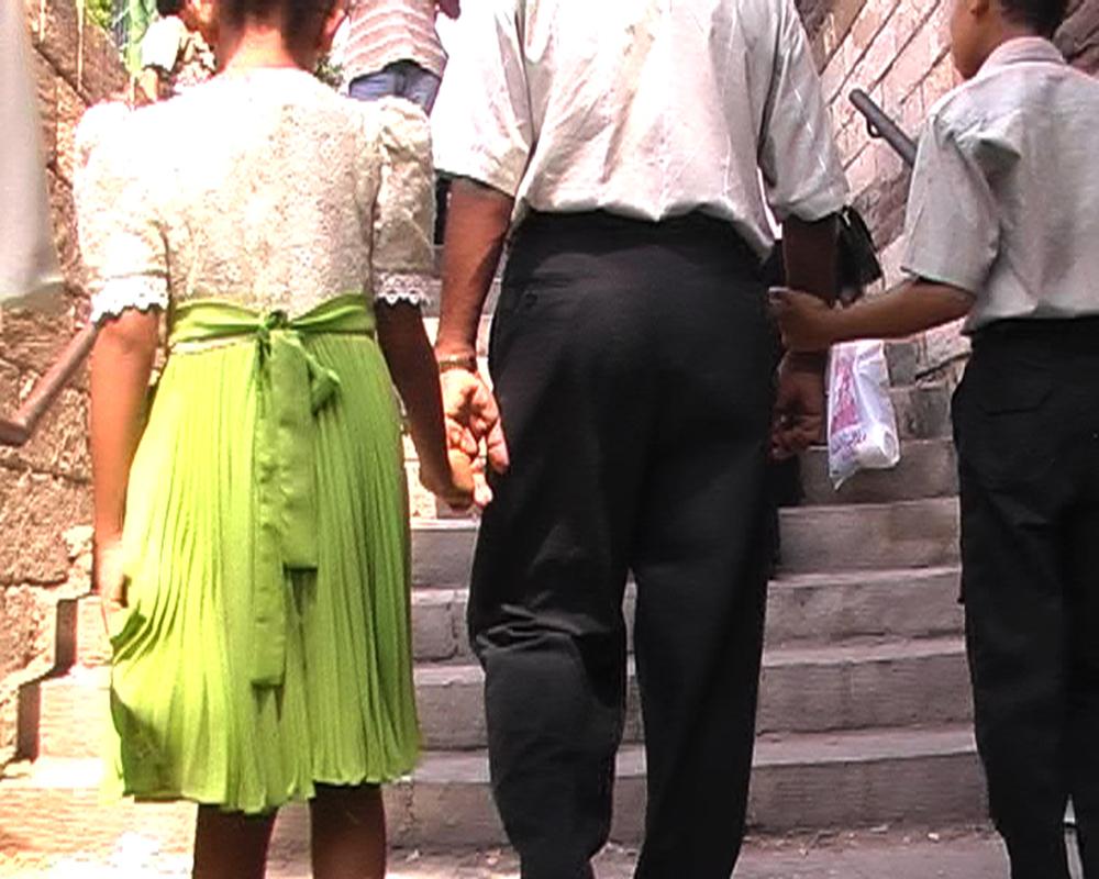Movements-jente grønn kjole.jpg