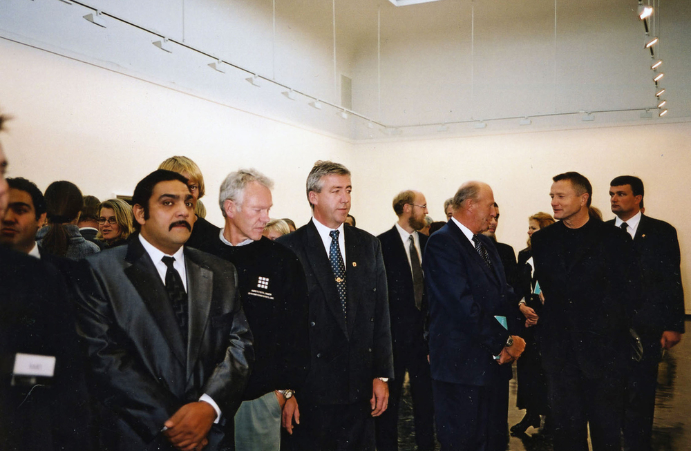Rene Karoli (left) with HM King Harald and his security guards at Kunstnernes Hus