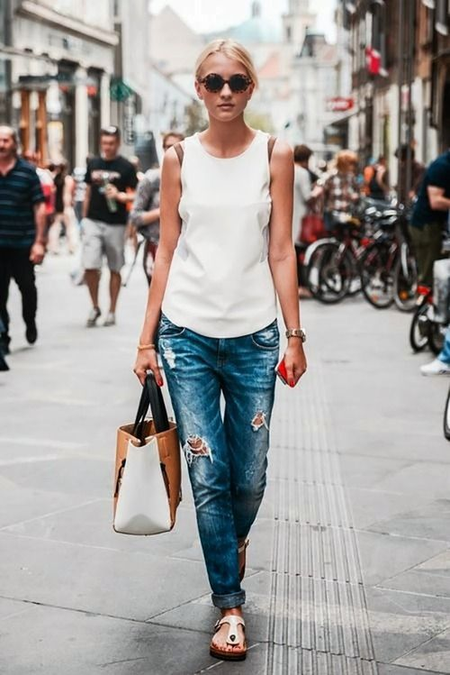how to wear boyfriend jeans and flat sandals for day