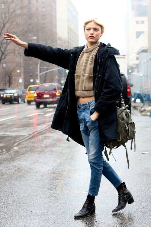 how to wear skinny jeans, ankle boots, and a cropped sweater for winter