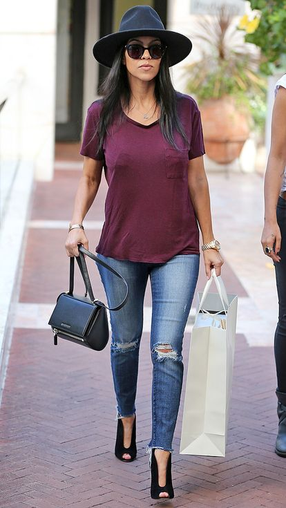 how to wear a burgundy t shirt, hat, skinny jeans, booties, and a givenchy shoulder bag