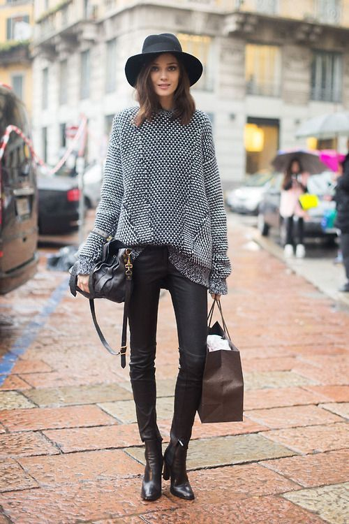 how to wear a sweater with leather leggings, ankle boots, and a hat