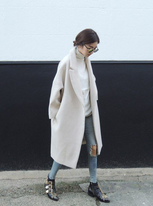 how to wear a cream duster coat, distressed skinny jeans, white turtleneck, round sunglasses, buckle ankle boots