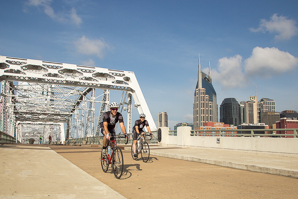 Robert Hendrick and Kenn on the Shelby Street Bridge in Nashville Riding for Alzheimer's Association Longest Day on the Rail Yard Studios Team