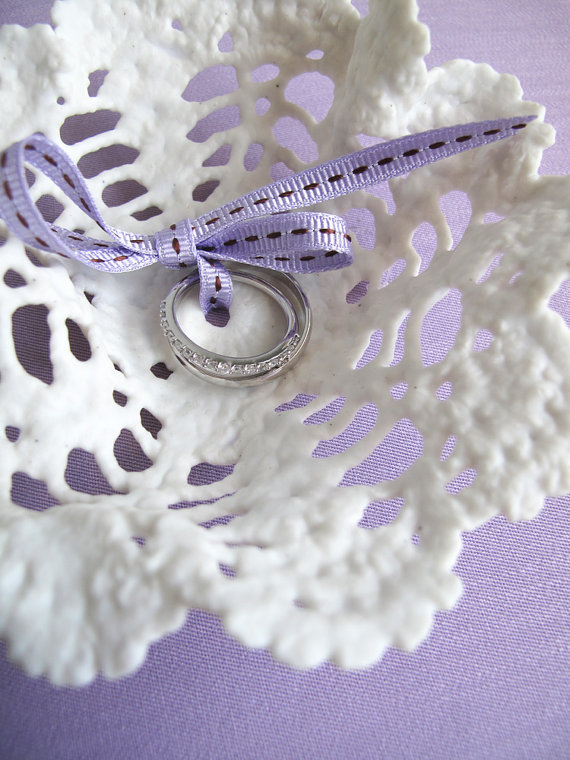 Porcelain_lace_ring_pillow_2