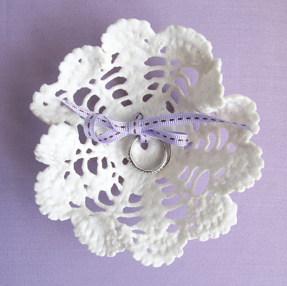 Procelain_lace_ring_pillow