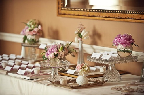 Escort_card_table_with_frames