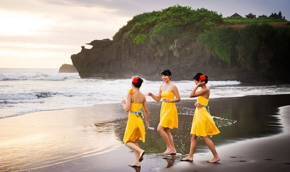 Yellow_bridesmaid_dresses_2
