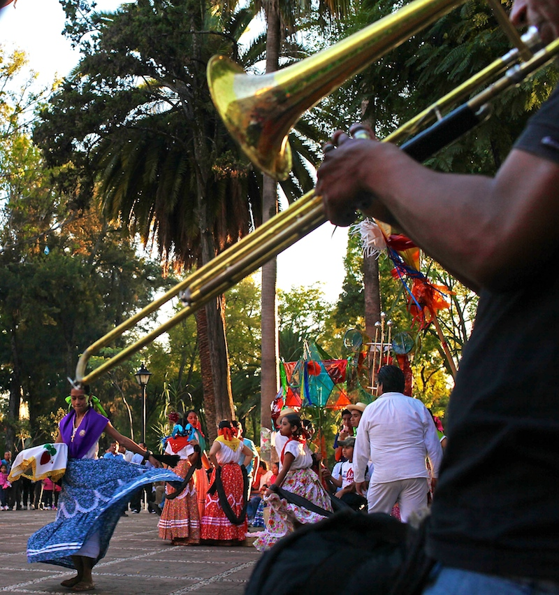 16 day11-oaxaca-festival-02.jpg