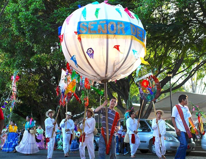 18 day11-oaxaca-festival-06.jpg