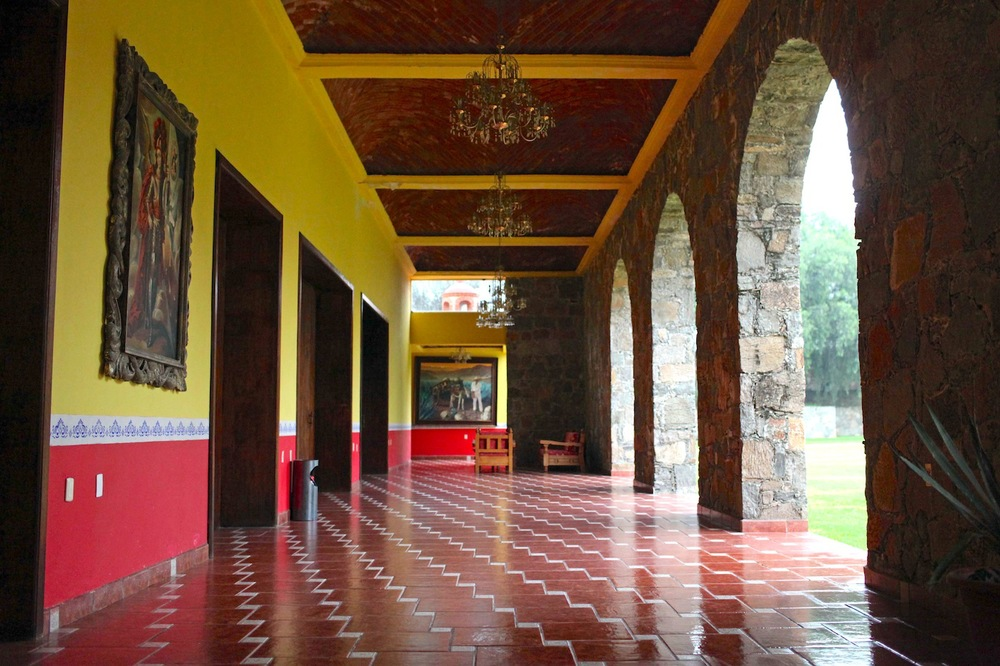 The mansion was covered with elaborate hallways and courtyards that lead to more elaborate hallways and courtyards that seemed to go on forever