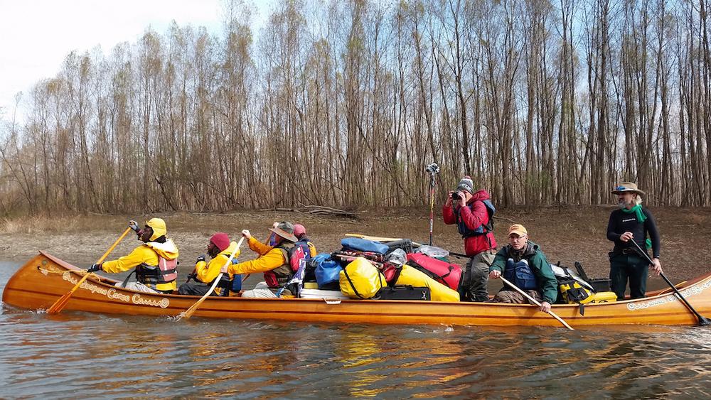 everone in canoe.jpg