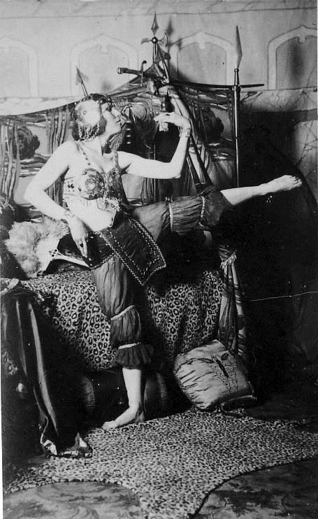 Ora Nichols on the Vaudeville Circuit, 1920s.