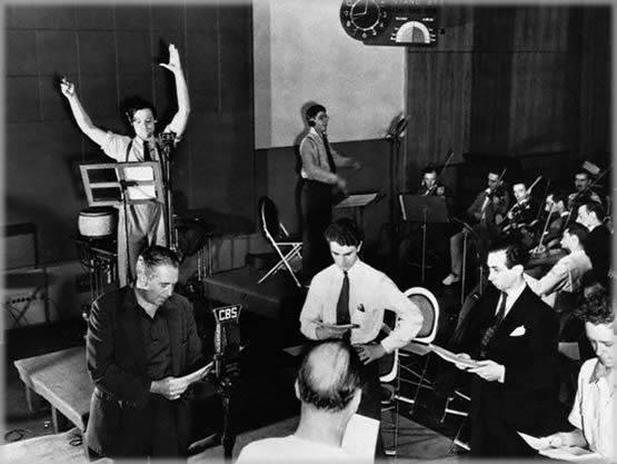 Orson-directing-war.jpg