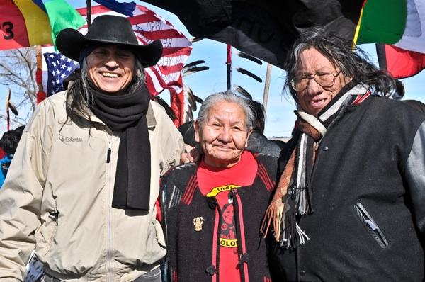 """Hundreds gather together to celebrate the liberation of Wounded Knee"" tankabar.com"