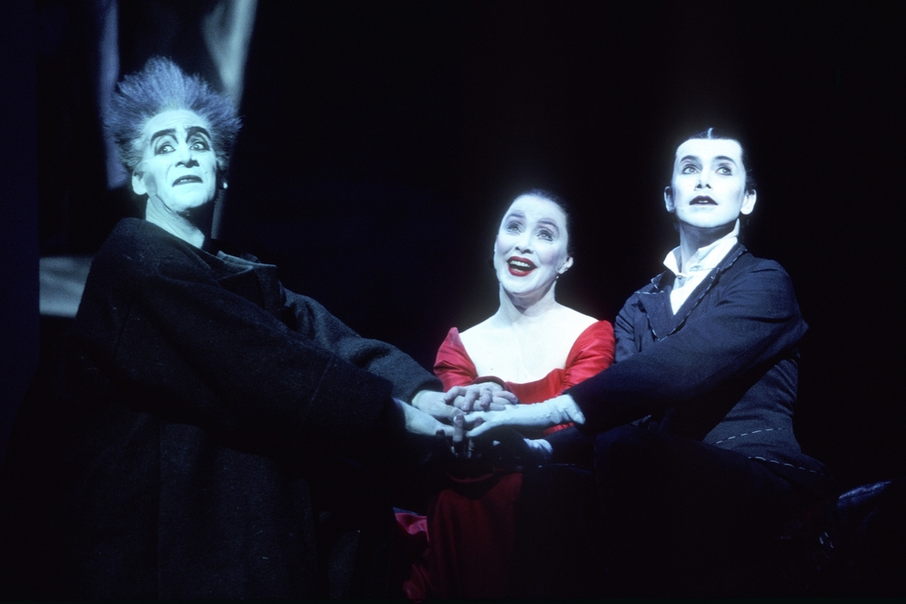 Dean Robinson (Kuno), Mary Margaret O'Hara (Käthchen) and Matt McGrath (Wilhelm) at the Barbican Theatre, London, 2004