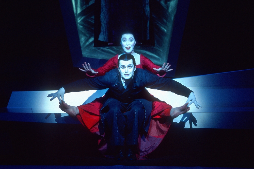 Matt McGrath (Wilhelm) and Mary Margaret O'Hara (Käthchen) at the Barbican Theatre, London, 2004