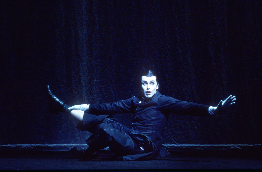 Matt McGrath (Wilhelm) at the Barbican Theatre, London, 2004
