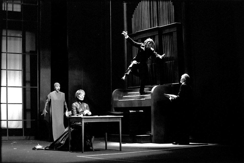 Act II - Vera Schrankl (Nun), Eva-Maria Meineke (Mother of Gilgamesh), Martin Wuttke (Gilgamesh)