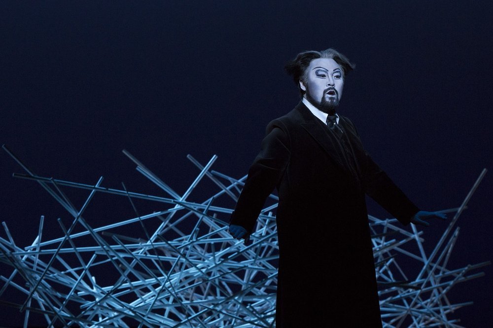Seho Chang (Giorgio Germont)  Photograph © Lucie Jansch