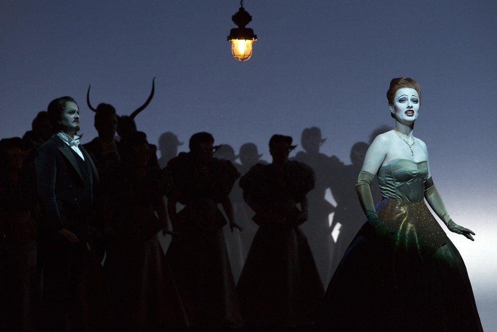 Michael Wagner (Doctor Grenvil), Martha Hirschmann (Flora Bervoix), Chorus  Photograph © Lucie Jansch
