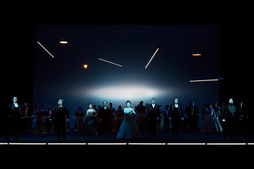 Chorus of the Landestheater Linz  Photograph © Lucie Jansch