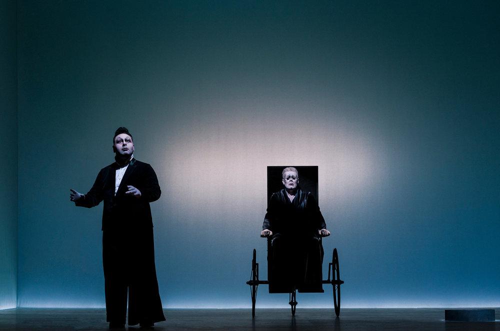 Georgios Tsivanoglou (Clov), Martin Schneider (Hamm)  Photograph © Lovis Ostenrik