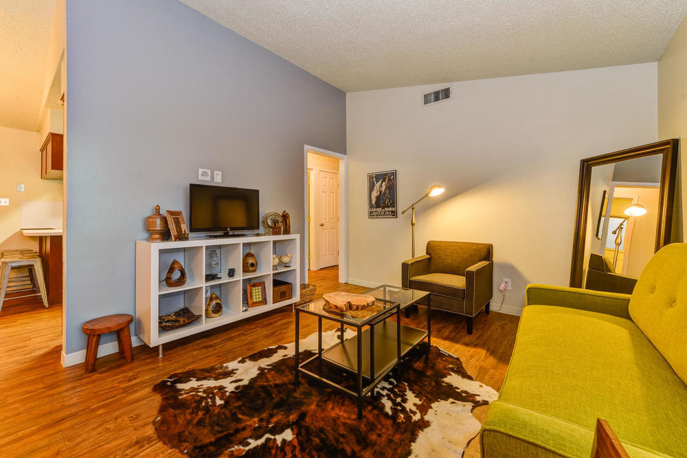 2001 Rabb Rd #B Perfect location in the middle of the Zilker neighborhood, just a 1 mile walk to Barton Springs and Zilker.  A true vintage respite - reminiscent of a 60's atomic ranch. Fabulously cozy.  Relax in the private courtyard.
