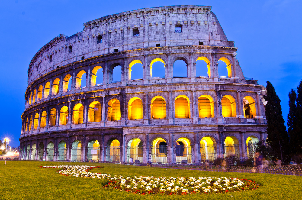 Night lights on The Colosseum as dusk approaches. (Credits: Assawin Ritter Knight on Flickr)