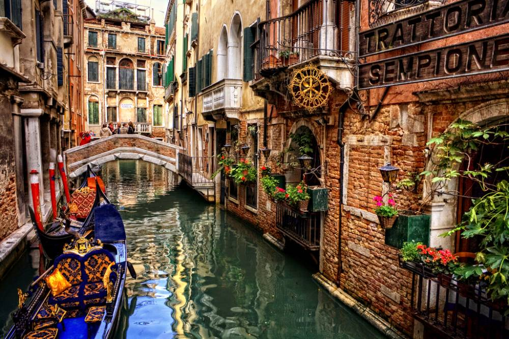 Be prepared to make a duck in your gondola as you go beneath the bridges! (Credits: DiscoverExcursions)