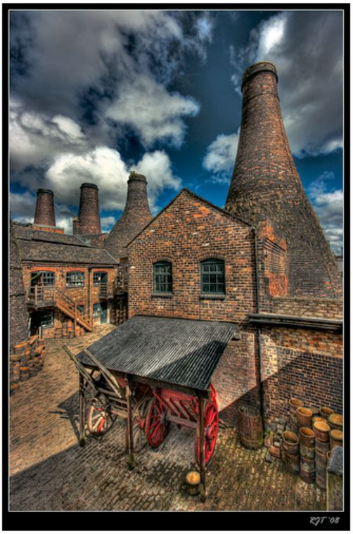 Immerse yourself in the artistic, cultural and historical charms of Stoke on Trent (Credits: Richard on Flickr)
