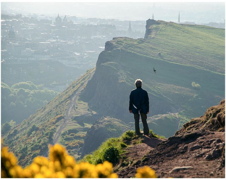Feeling like you're on the top of the world at Arthur's Seat. (Credits: Bellhaven2011 on Flickr)