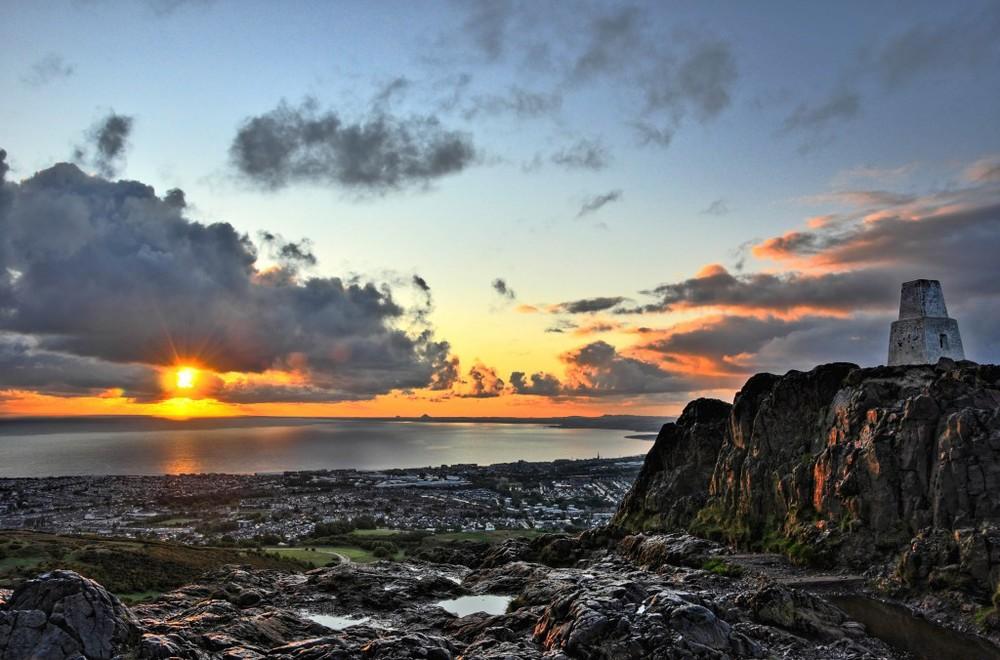Sunrise on the summit of Arthur's Seat, Edinburg, Scotland (Credits: Zain Kapasi)