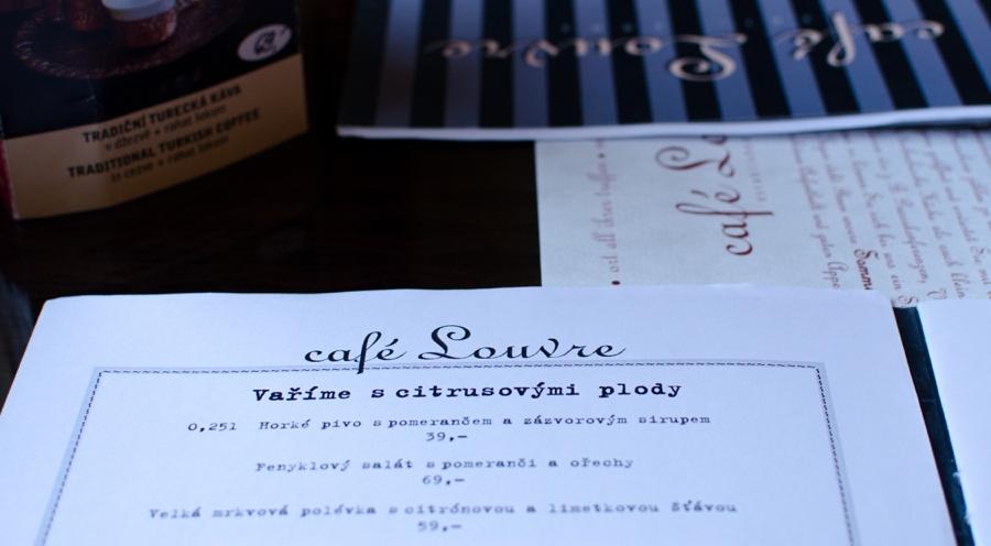 prag-cafe-louvre-speisekarte-auf-tisch