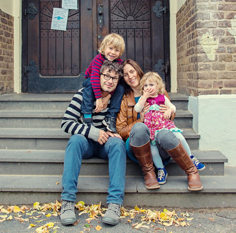 Familienfotos Berlin - Herbstliches Fotoshooting auf dem Schulhof ...