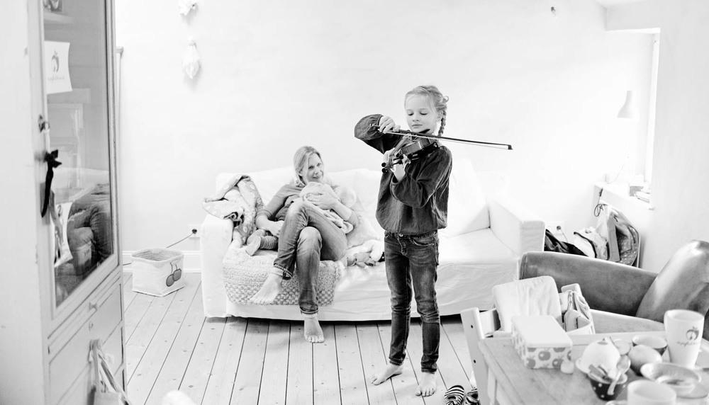 berlin-familienshooting-zu-hause-entspannt