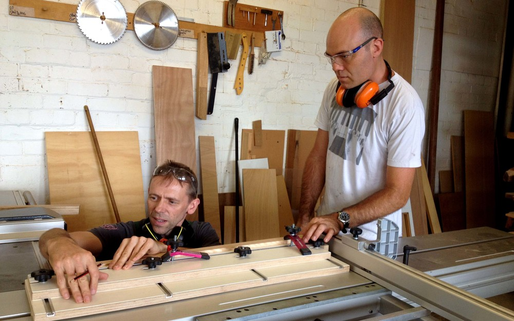 Stuart and fellow Splinter member Brendan discuss the advantages of the taper jig.