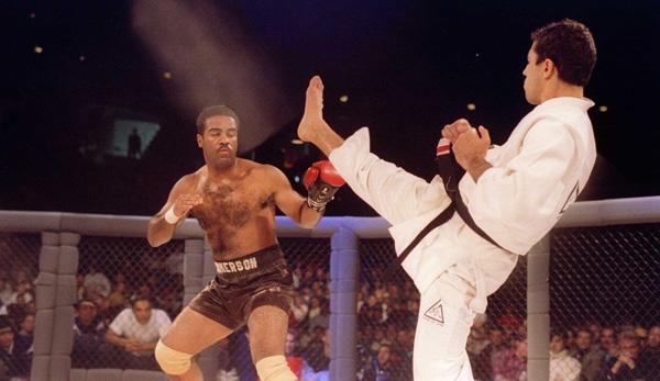 One-glove Art Jimmerson against UFC 1 winner Royce Gracie