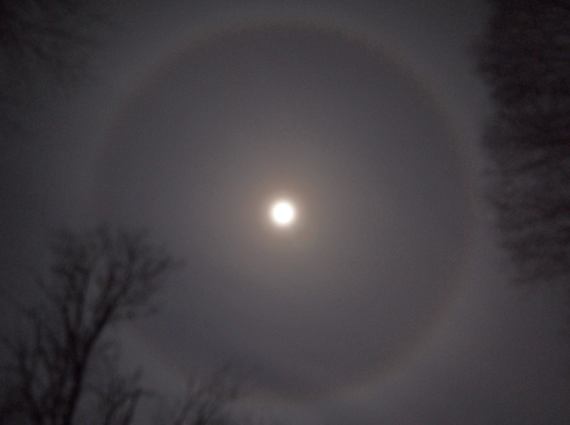 Obviously I'm not a golfer… But, the ring around the moon looked pretty amazing tonight in Wassaic. Above is a gross approximation…