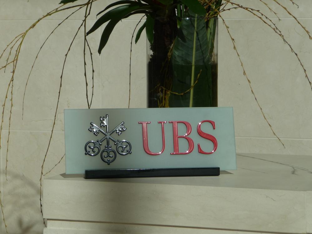 Anmeldetresen_Schild UBS vorläufig Detail.JPG
