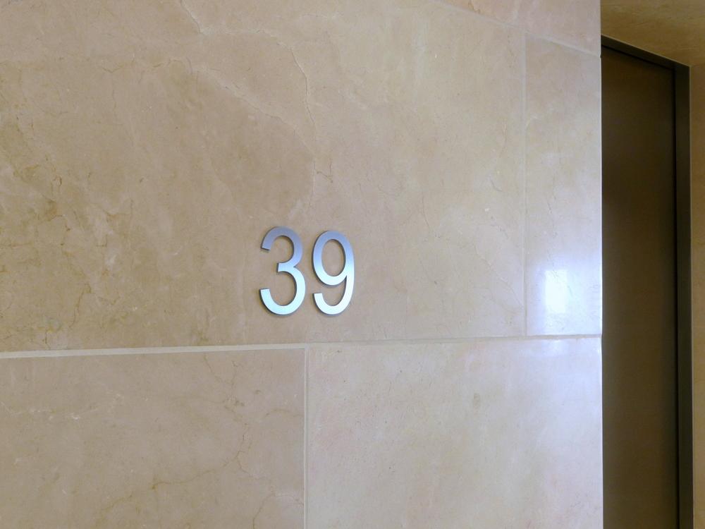 EtagenZiffern UBS Aufzugvorraum detail.JPG