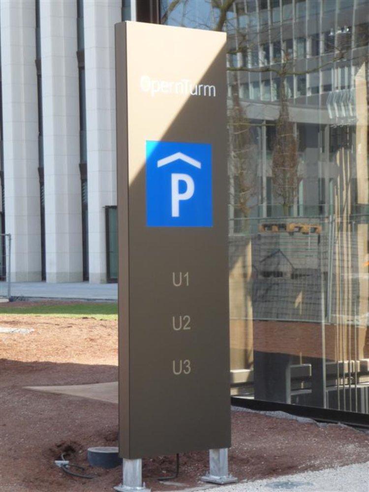 Aussenstele klein Parkhaus -Zugang Detail (Large).JPG